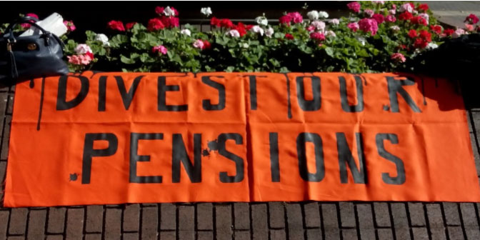 Divest Our Pensions sign
