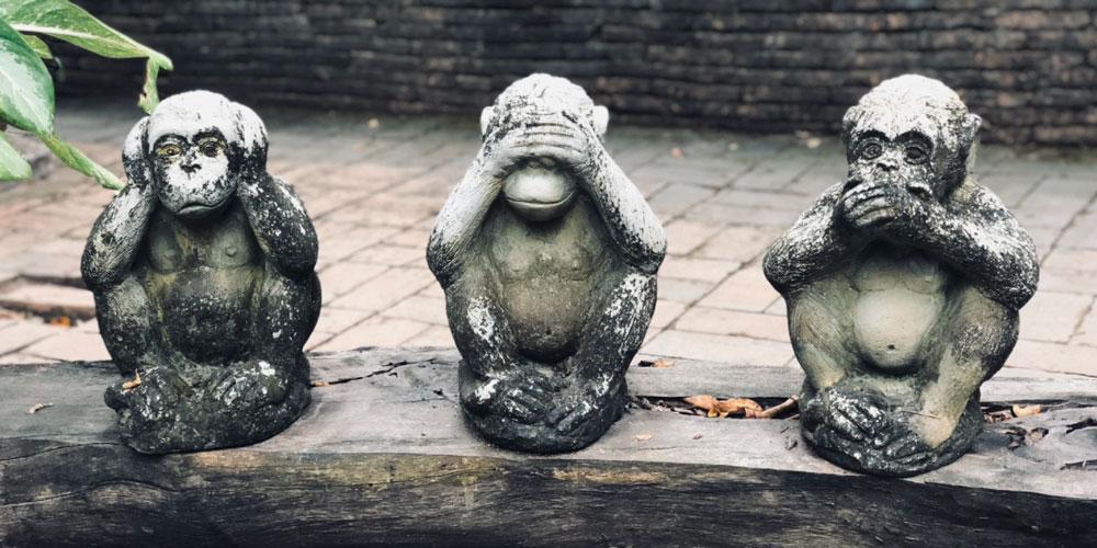 Monkey hear no, see no, speak no evil statues